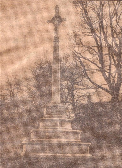 Photo:The war memorial on Burgae Green, photographed 1921