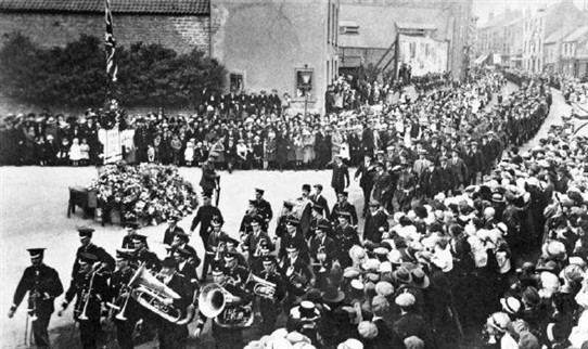 Photo:Armistice parade - Hucknall