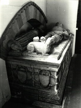 Photo:Hoveringham Church - Alabaster tomb of Sir Robert Goushill and his wife, Elizabeth Fitzalan