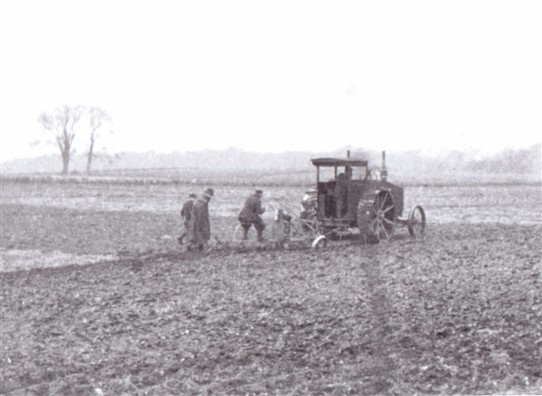 Photo: Illustrative image for the 'Tractors replace plough horses' page