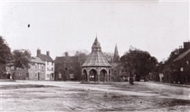 Photo:Bingham Market Place prior to 1960 - a muddy, rutted area?