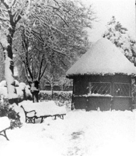 Photo:Summer House in Hall Park, west Bridgford, in 1947