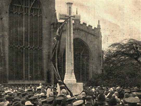 Photo:The unveiling ceremony at Newark's war memorial, 1921