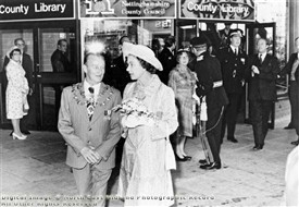 Photo:HM The Queen opens the new Mansfield Library in the Four Seasons Centre in 1977