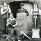 Photo:Female malt kiln workers, Newark, c.1914-18