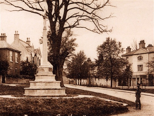 Photo:War Memorial on the Burgage