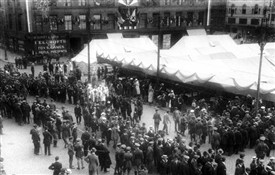 Photo:Armistice Day 1918 in Nottingham Market Place