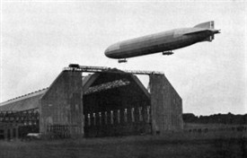Photo:Zeppelin L-13 Naval Airship seen here at Friedrichshafen in 1915.